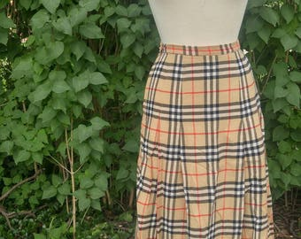 Original Burberrys skirt / 100% wool / altered / small fit / made in England / fall , autumn / classic , posh / needs pressing