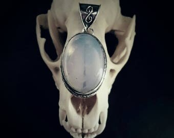 Muttermilch Oval Milky Opal Gemstone Sterling Silver Overlay Necklace