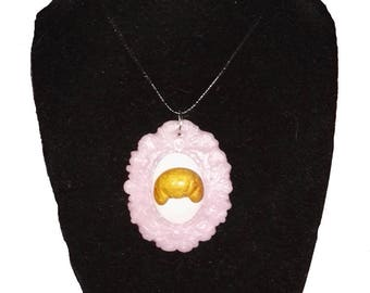 Necklace cameo growing pink