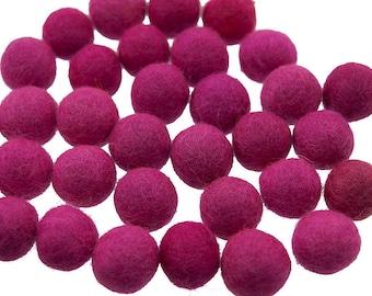 5 beads/tassels 13mm 100% wool fuchsia