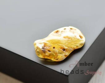 Yellow white amber stone, Baltic amber piece, Jewelry making or souvenir bead. Natural amber. 0671/1
