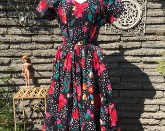 Vintage 1980's Floral Cotton Dress *  XS to Small