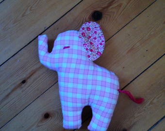 Jo the elephant blanket in pink and white fabric