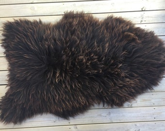 Decorative Sheepskin rug supersoft rugged throw from Norwegian norse breed medium locke length sheep skin brown golden 18067