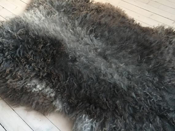 Interior rug beautiful sheepskin Norwegian pelt volumous sheep skin curly dark grey throw 18013