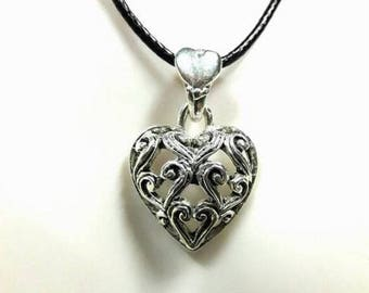 Silver plated filigree heart pendant necklace