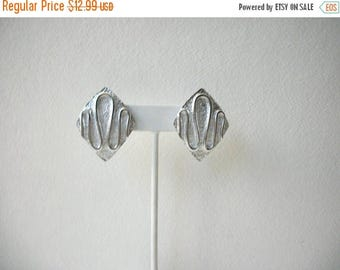 ON SALE Vintage SARAH Cov Silver Tone Abstract Clip On Earrings 71017