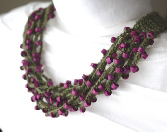 Necklace multi strand, creating crocheted in green and fuchsia, created by green and fuchsia RoseCreationsBoutik logs