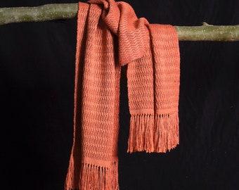 Sjaal, handgeweven van gesponnen-zijde en bourette-zijde. 100% zijde. 220 x 42 cm