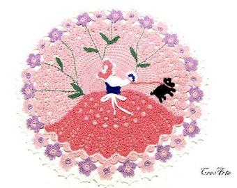 Round Pink crochet crinoline lady doily, centrino rotondo rosa con dama all'uncinetto