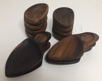 Set of eight wood bowls and six small wood serving trays by Don Shoemaker for Senal SA Mexico