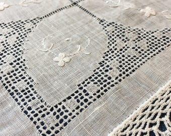 Vintage LINEN Hankie, FREE SHIPPING White Wedding Handkerchief Fine Drawnwork Hand Crochet Bride Gift Hankies Bridal Shower Gift