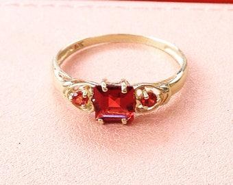Snow White Ruby 10k Ring