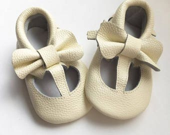Size 4 Genuine Leather Moccasins, Ivory, Mary Jane, Baby Sandals, Fringe Moccasins, Handmade, Toddler Moccasins, Handmade Moccasin, White