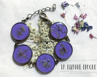 Adjustable bracelet with wild carrot real flowers on a lilac background - botanical jewelry with real flowers - resin jewelry and flowers