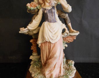 Giuseppe Armani Beautiful Capodimonte Figurine. 1981.