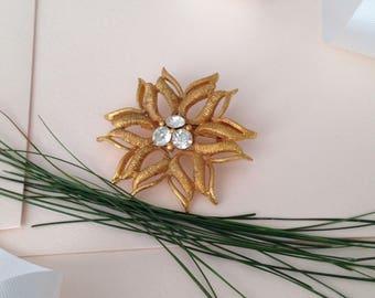 Gold Brooch - Flower Brooch - Brooch - Vintage Brooch - Christmas Brooch - Holiday Brooch - Holiday Jewelry - Brooch Pin - Gold Brooch Pin