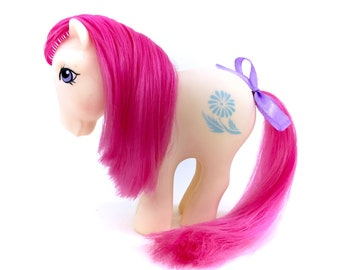 G1 My Little Pony April Daisy Birth Flower Ponies Hasbro 1982 80s Original 1980s Retro Chire Kidcore Kawaii White With Pink Hair Month