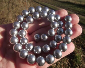 4 10MM GRAY SHELL BEADS. ** ***