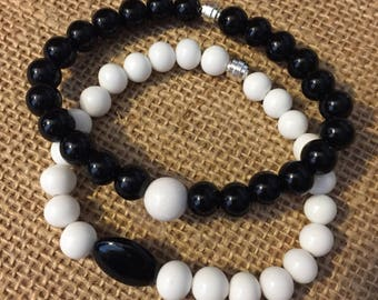 Black and White beaded bracelets , Stretchy beaded bracelets , Set of 2  black and white bracelet.