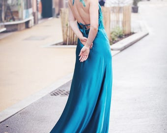 The evening dress, long green oil, satin and lace.