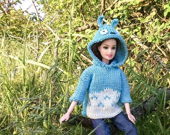 Barbie clothes. Totoro knit pullover. Barbie doll Totoro outfit. Blue Totoro Barbie knitwear. Oversize for Barbie. Totoro oversize.