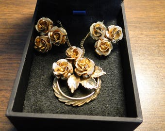 """Coro Pendant Necklace & Earrings Set W/ Case - Floral Gold Tone Coro Necklace and Earring Set - 23"""" Long - Pretty Set!"""