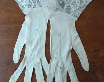 Genuine Vintage C1940s White Lace Gloves