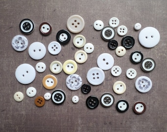 100 round mix size pattern colour white black brown buttons