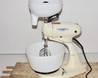 Hamilton Beach stand mixer and juicer,Model G,10 speed mixer,Works!,double paddle,Pyrex white milk glass bowl funnel,kitchen appliance