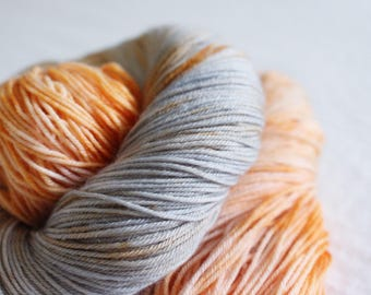 I'm a Mouse, Duh! - Nuthatch - 75/25 superwash merino/ nylon sock yarn