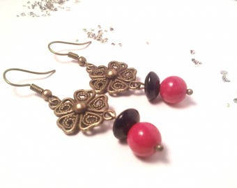Earrings in red and black