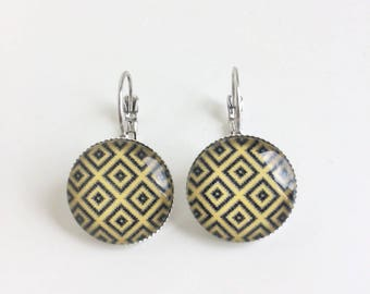 Earrings black and yellow cabochons geometric patterns