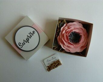 Box with flower original pregnancy announcement
