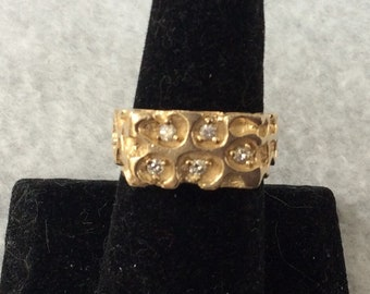 Mens 14kt gold nugget ring with five 5 point diamonds.