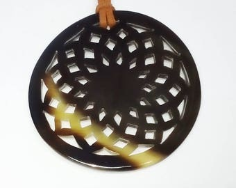 Horn pendant - Horn jewelry - pendentif en corne de buffle - KAI-5685