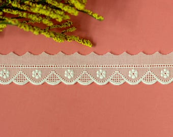 Scalloped Embroidered Cotton Swiss Trim/Bridal cotton lace/cotton eyelet/christening gowns/vintage fashion/heirloom sewing. (LC40032)