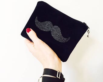 Wallet, wallet 15 x 11 cms in black velvet and sequined mustache charm peace and love