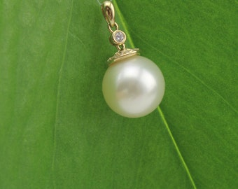 Perfect Round 11mm South Sea Pearl Solid 14Kt Gold  Pendant