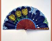 Abanico azul girasoles pintado a mano Abanico madera plegable Regalo para ella Abanico con funda cuero Abanico español alta gama, bodas.