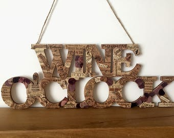 Wine o'clock sign / wine corks wall decor / wine lovers gift / housewarming gift/ rustic plaque / wall decor / rustic kitchen deco