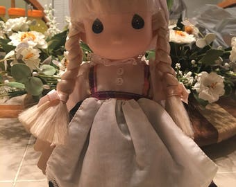 Children of the world Precious Moment doll Holland