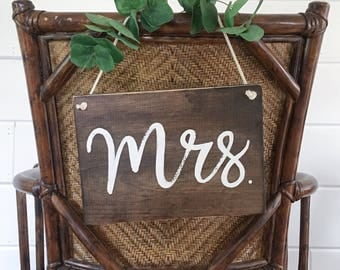 Mr and Mrs Signs // Mr and Mrs Chair Signs // Wedding Chair Signs // Wedding Photo Prop // Rustic Wedding Decor // Mr and Mrs Table Signs