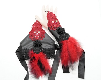 "Fingerless gloves ""gothic burlesque"" with feathers in black and red applique / fingerless gloves in black"