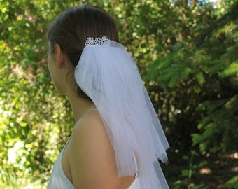 Short veil bridal illusion hair comb white bachelorette veil wedding -handmade lace heritage -bridal comb -headpiece hairdress