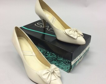 1980's Size White Bow Leather Kitten Heel Pumps Made in Brazil Size 9 | Wedding Shoes