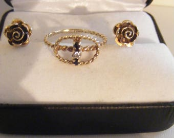 Pretty Vintage 375 9ct Gold Hand Made Ring Plus 9ct Gold Vintage Earrings