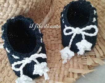 Baby booties blue with white flowers