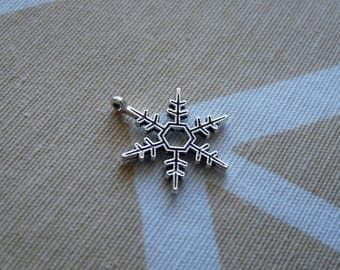 Snowflake Charms, Winter Charms, Antique Silver Tone Snowflake Charms, Necklace Charms Pendants, Charms for Anklets