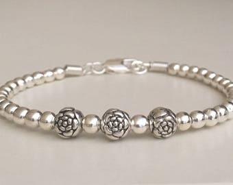 Beaded bracelet Minimalist bracelet Dainty silver plated bracelet Layering bracelet Women's bracelet Fashion jewelry Gift for her